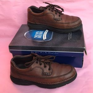 Dark brown Nunn Bush pebbled leather shoes